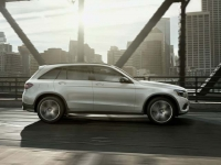 Mercedes Benz GLC 300 4MATIC 2