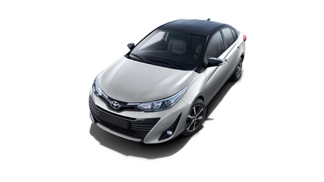 Toyota  Yaris Silver Metallic/Attitude Black Colour