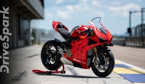 Ducati Panigale V4 R 1:1 Functional Scale Model Built With Lego Blocks | Details