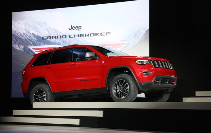 2017 Jeep Grand Cherokee Photos