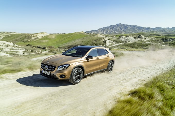 2017 Mercedes-Benz GLA Photos