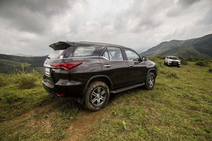 2017 Toyota Fortuner Photos
