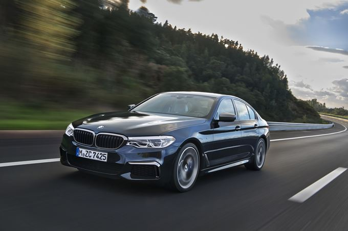 BMW M550i xDrive Photos