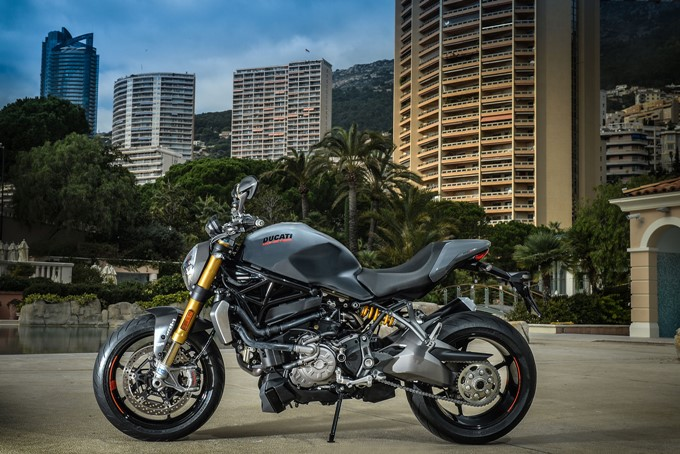Ducati Monster 1200 S Photos