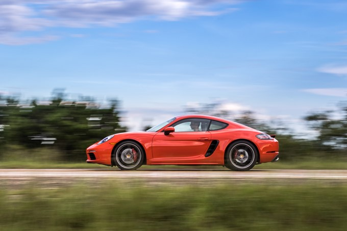 Porsche 718 Cayman Photos