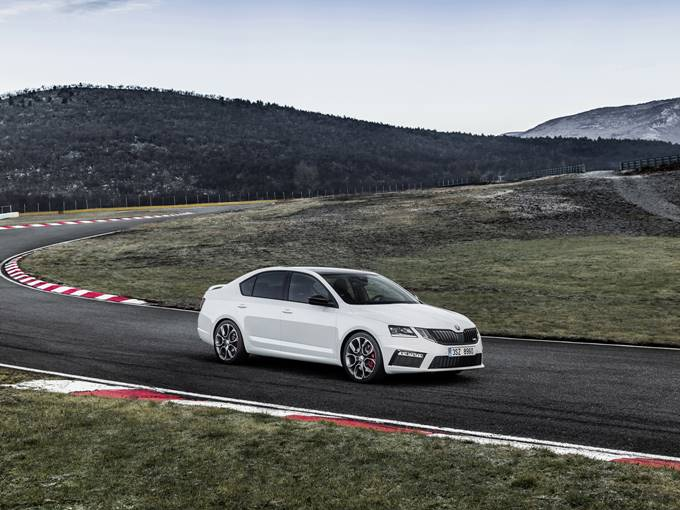 2017 Skoda Octavia vRS Photos