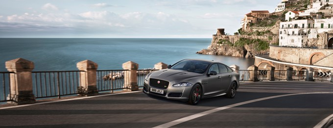 Jaguar XJR575 Photos