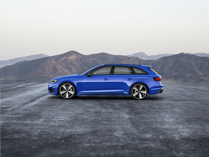 2018 Audi RS 4 Avant Photos