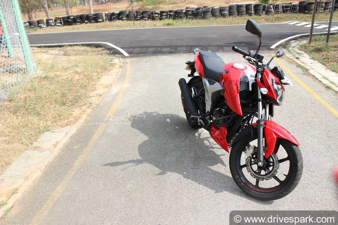 2018 TVS Apache RTR 160 4V Images [HD]: Photo Gallery of