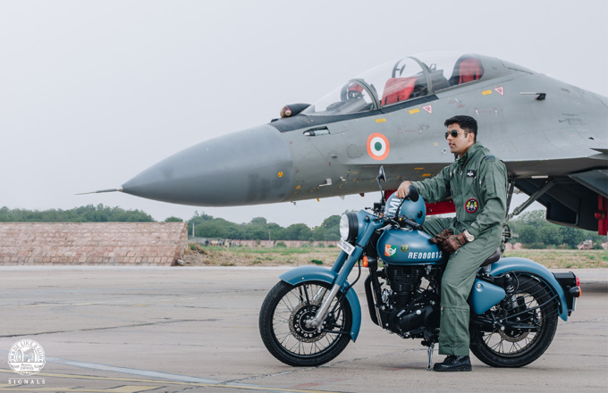 Royal Enfield Classic 350 Signals Edition Photos