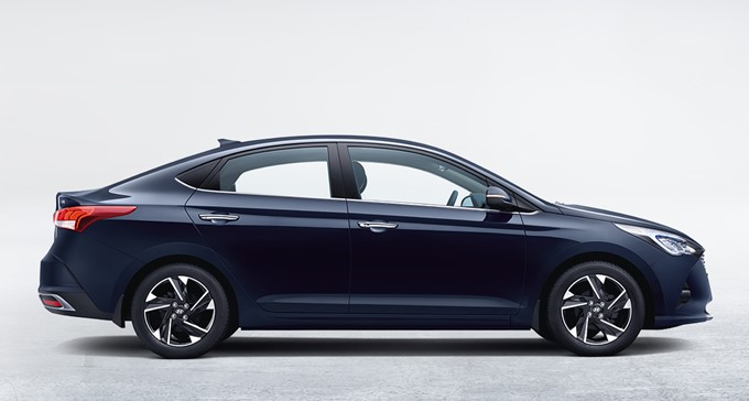 Hyundai Verna Photos