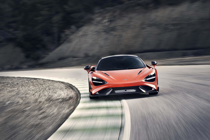 McLaren 765LT Photos