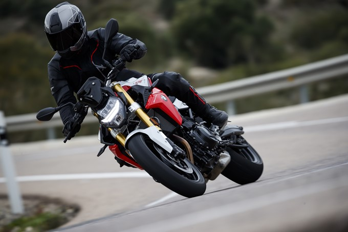 BMW F 900 R Photos