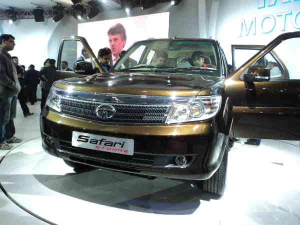 tata safari storme unveiled new features design delhhi auto expo drivespark. Black Bedroom Furniture Sets. Home Design Ideas