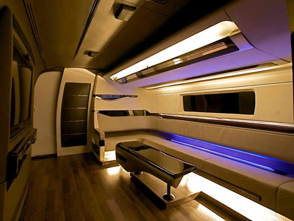 Shahrukh Khan's Bus From DC – Interiors