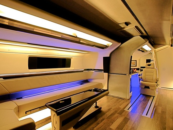Shahrukh Khan's Bus From DC – Make-up Room