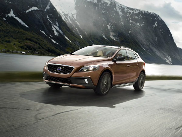 Volvo   V40 Cross Country Launched In India - DriveSpark News