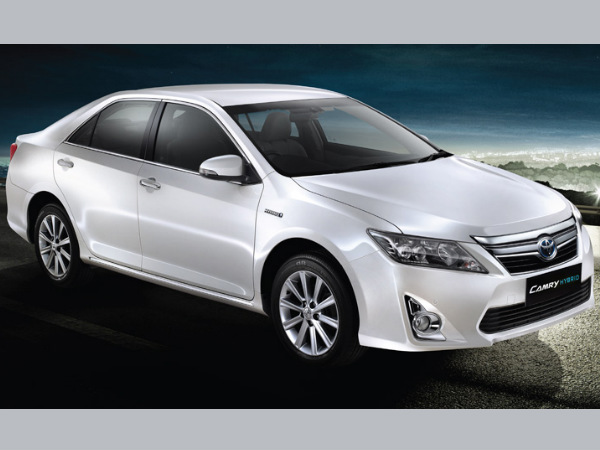 toyota camry hybrid launched in india price lakhs drivespark news. Black Bedroom Furniture Sets. Home Design Ideas