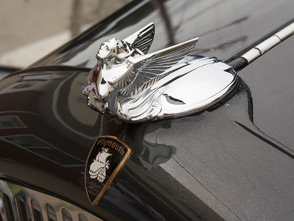 Car Hood Ornaments 10 Famous Car Emblems Drivespark