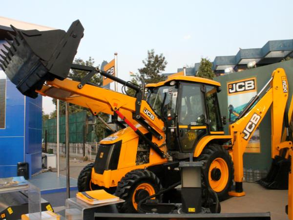 JCB India Powers Ahead - DriveSpark News