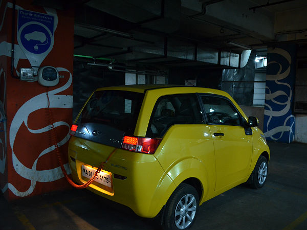 Mahindra e2o Premium: An Eye On Lithium Ion
