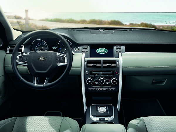 Land Rover Discovery Sport: Dashboard