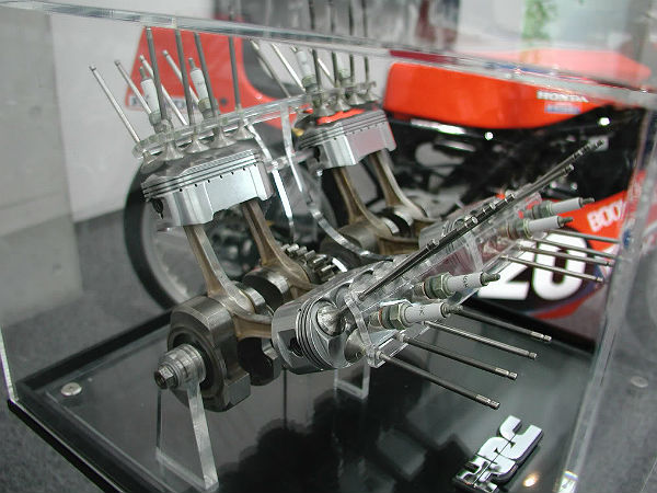 Honda NR: Engine