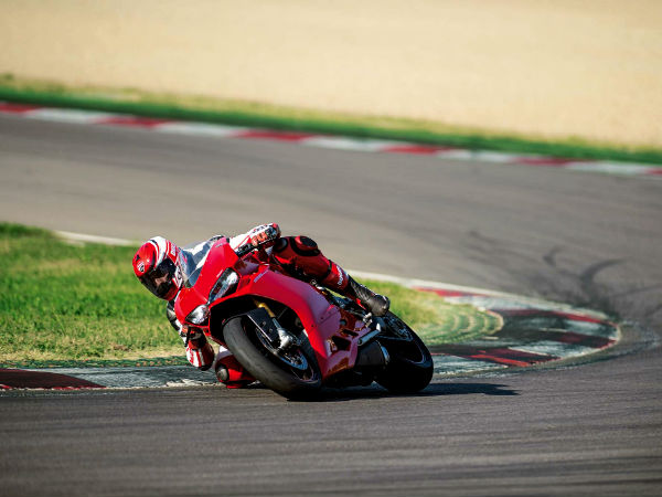 ducati 1299 panigale features