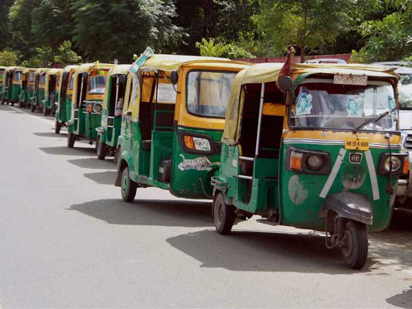 auto rickshaw and foreign tourist Before you venture into india, go through our 10 essential advice for foreign tourists visiting india so that you have a pleasant and trouble-free trip.
