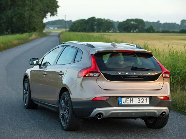 v40 cross country petrol in india