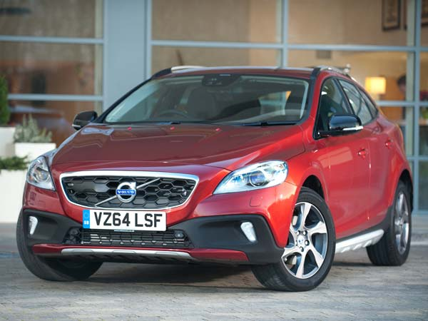 volvo v40 cross country t4 petrol variant launched in india drivespark news. Black Bedroom Furniture Sets. Home Design Ideas