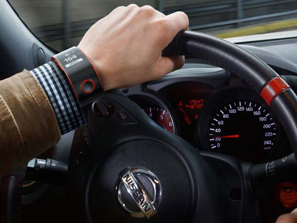 smartwatch dangers while driving
