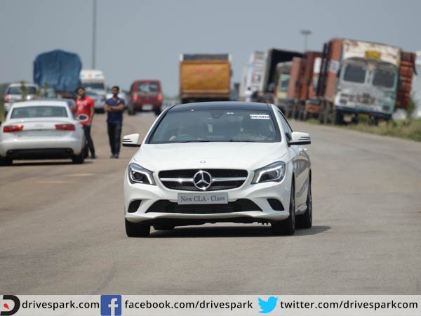 Mercedes benz inaugurates safe roads csr in delhi for Mercedes benz corporate number