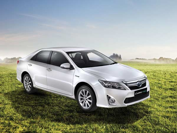 toyota camry hybrid launched in india price specs features drivespark news. Black Bedroom Furniture Sets. Home Design Ideas
