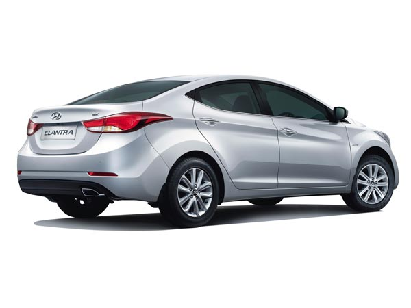 hyundai 2015 elantra price in india