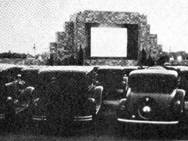 first drive in movie theatre