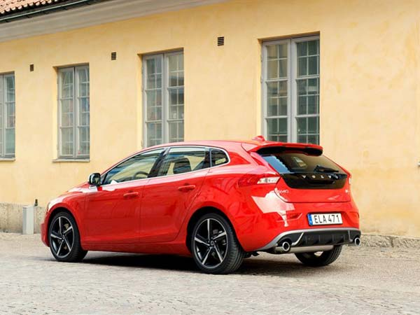 Volvo V40 Hatchback Launching In India On 17th June