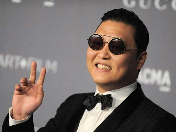 gangnam style singer meets with car crash