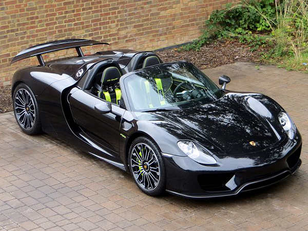 black porsche 918 spyder for sale in the uk drivespark. Black Bedroom Furniture Sets. Home Design Ideas