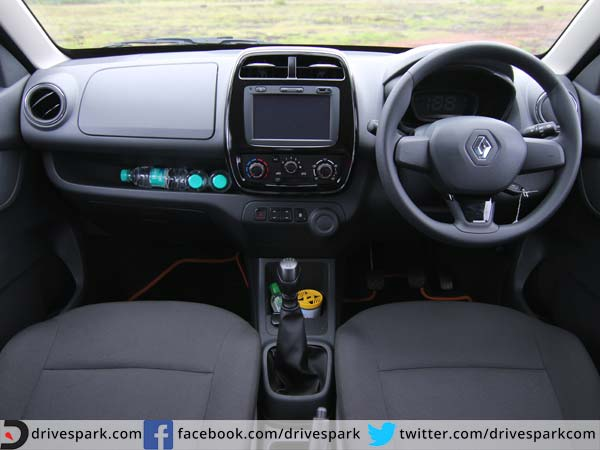 2015 renault kwid review drive the change drivespark reviews. Black Bedroom Furniture Sets. Home Design Ideas
