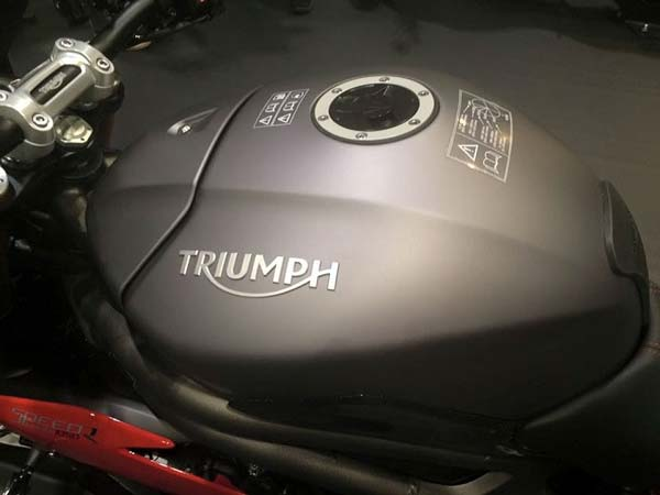 2016 triumph speed triple tank