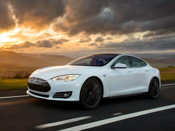 tesla owner tracks stolen car through mobile app