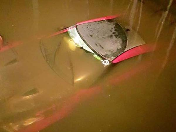 liberty walk nissan gtr submerged in water