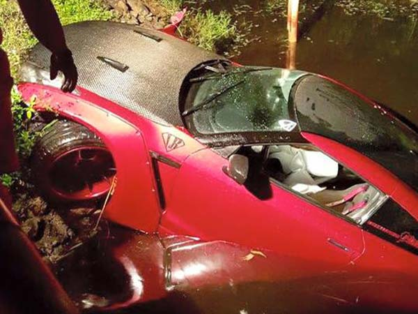 liberty walk nissan gtr pulled out from water