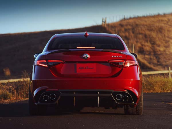 alfa romeo giulia rear profile