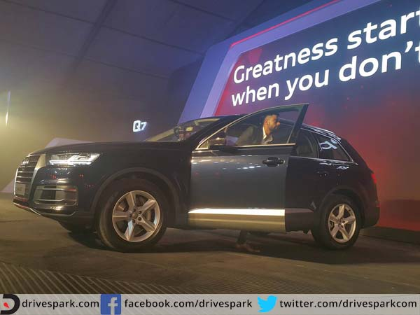 audi Q7 launched in india side profile