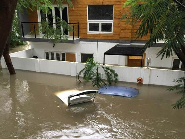 chennai floods force automakers to halt production