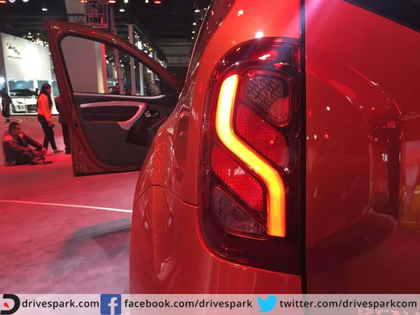 renault duster 2016 tail lamp