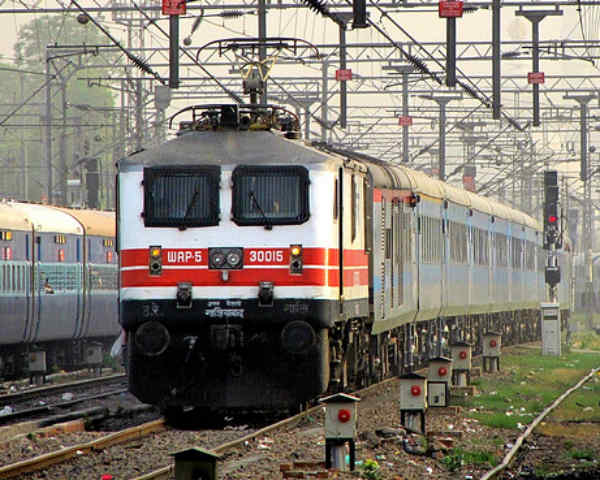 WAP-5 Train Engine: What You Should Know About Gatimaan's Engine