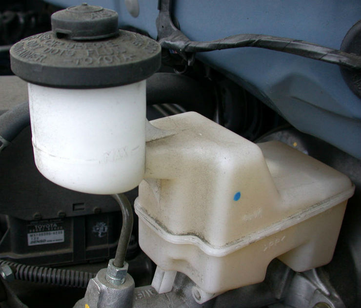 Weekly Car Maintenance That You Must Do Brake Fluid